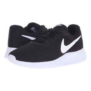 NWOB Nike Tunjun black running shoes size 11